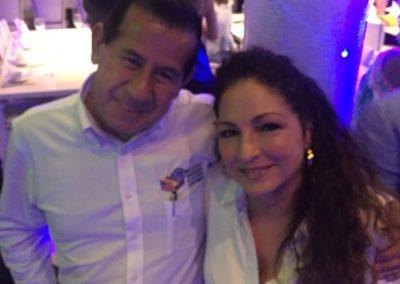 Un orgullo hacer parte de la familia Estefan,en nombre de Los Colombianos.