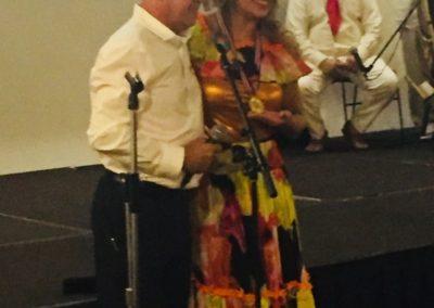El Museo hace entrega de reconocimiento a Rosmery Camargo por sus 10 años de trabajo en beneficio del folclor Colombiano.