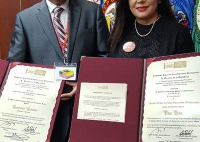 Compartiendo la máxima distinción con Pilar Vélez. Presidente de Mi libro hispano