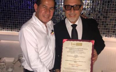Mi Maestro Emilio Estefan,muy orgulloso de mi trabajo en favor de la Comunidad hispana.