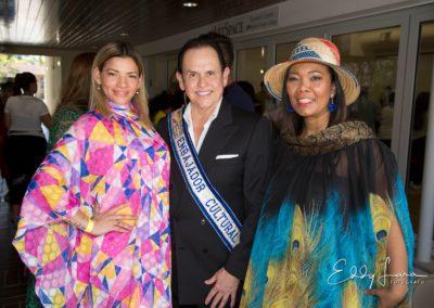 El Museo Empresarial y Cultural Colombia,apoyando a nuestros artistas y diseñadoras Colombianos en Miami.